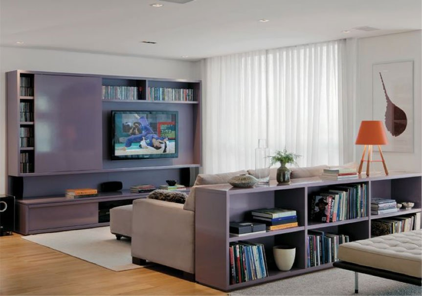 Sala De Tv Sofá Cinza ~ Estante de livros atrás do sofá