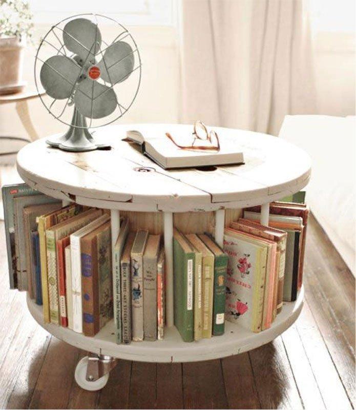 Estante para livros e mesa