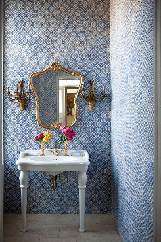 banheiro azulejo classico - lavabo retro