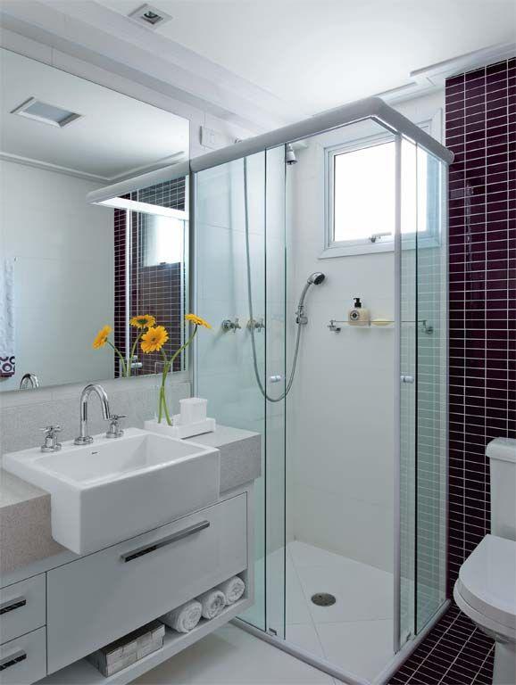 Banheiros decorados com pastilhas  35 lindas ideias -> Banheiro Decorado Com Gabinete De Vidro
