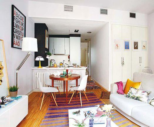 Decoração de sala de estar e jantar pequena e colorida