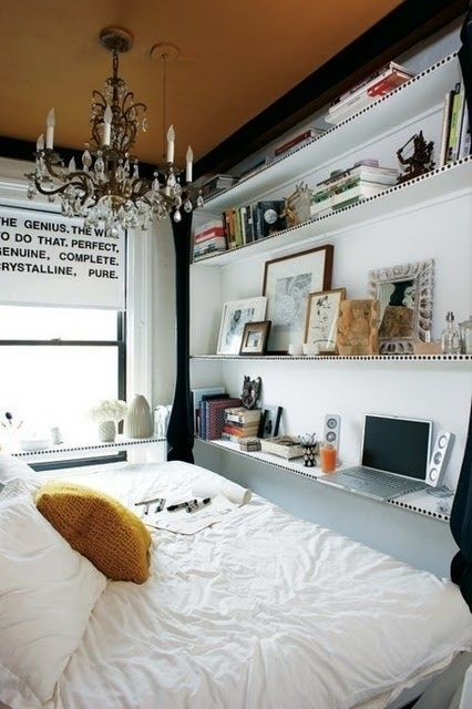 Decoração de quarto de casal pequeno - prateleiras