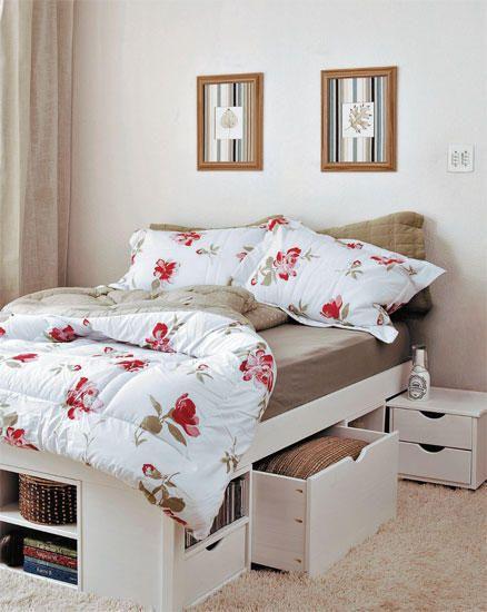 Decoração de quarto de casal pequeno - cama-baú