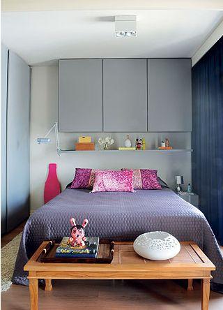Decoração de quarto de casal pequeno - armário suspenso