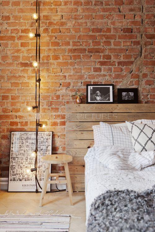 Decoração de quarto de casal pequeno - Tijolo aparente