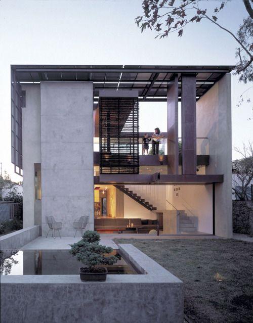 fachada_de_casa_pequena_iluminacao_solar