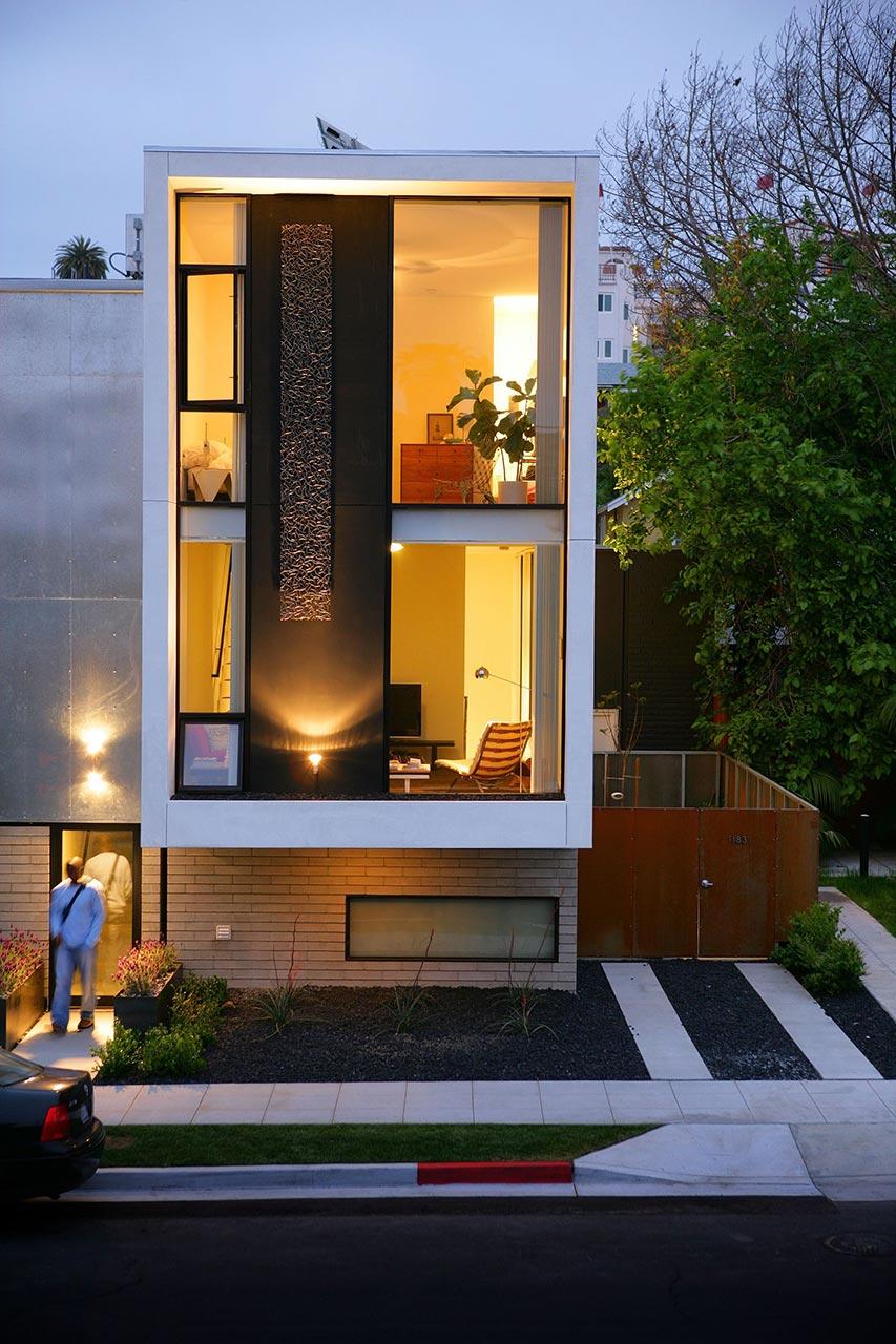 Resultado de imagem para fachada casa pequena vidro