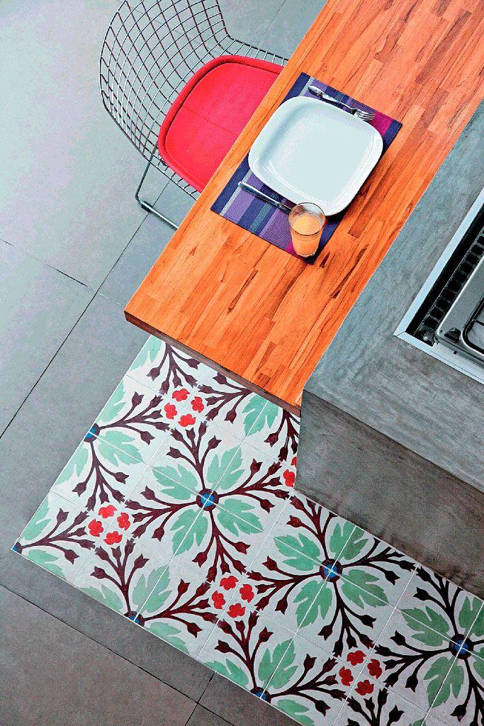 Piso de cimento queimado 50 ideias lindas de decora o - Pintura para mosaicos piso ...