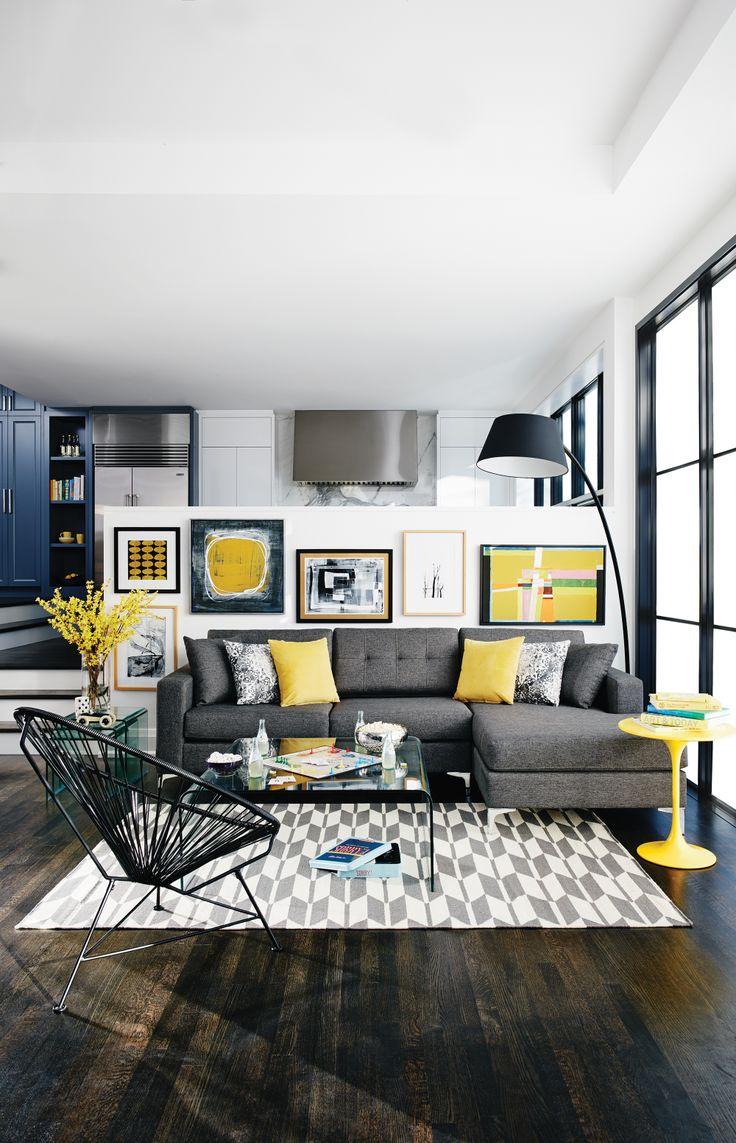 sofá_cinza_com_decoração_amarela