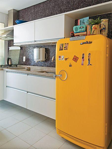Cozinha decorada com pastilha marrom