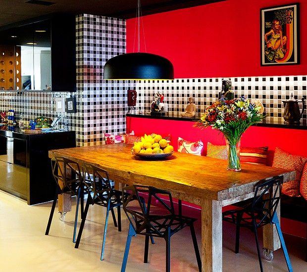 Cozinha decorada moderna e colorida