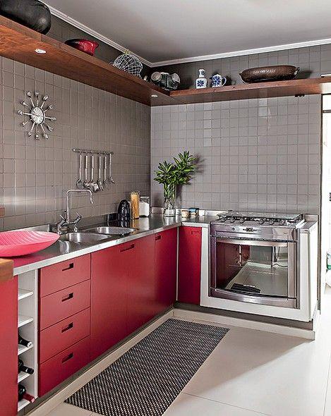 Cozinha moderna decorada com pastilhas marrons