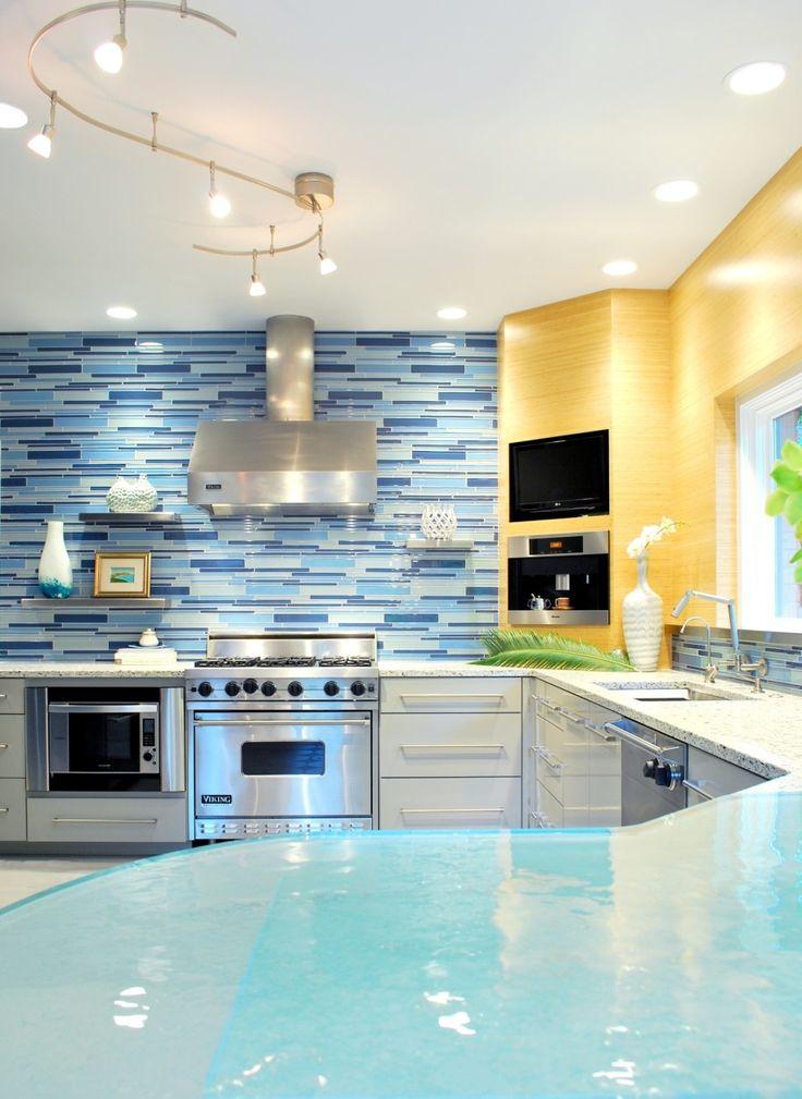 cozinha decorada com pastilhas azuis