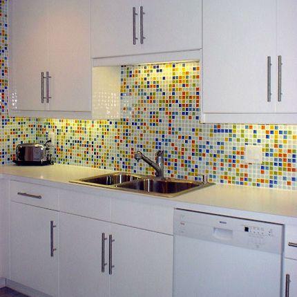 cozinhas decoradas com pastilhas coloridas