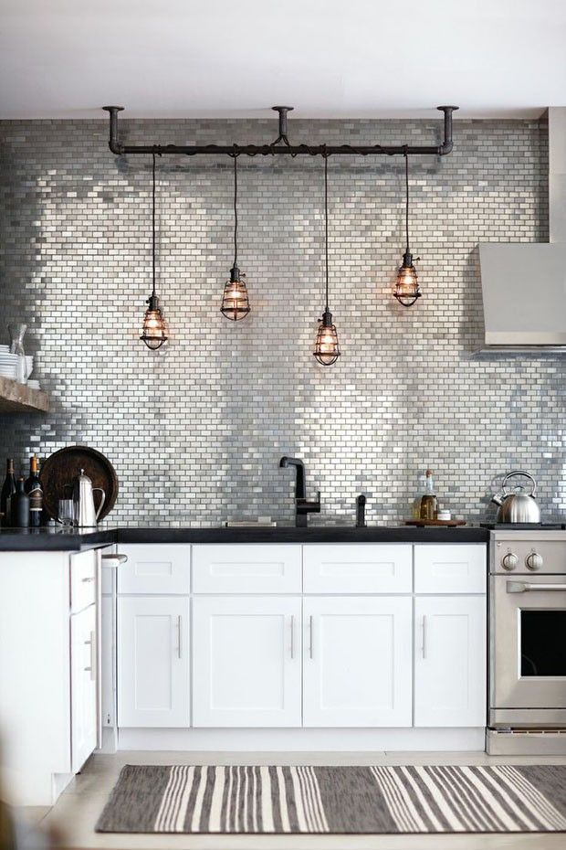 cozinha decorada com pastilhas de inox