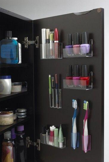 Banheiros pequenos armario criativo