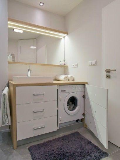 Banheiro pequeno com lavanderia