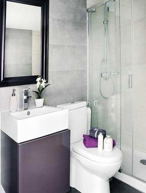 Banheiro pequeno roxo