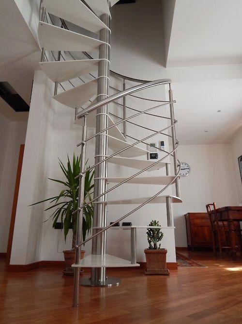 Escada espiral em inox