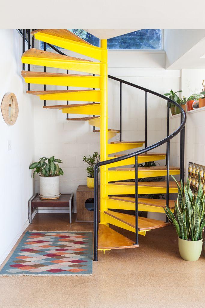 Escada Helicoidal amarela