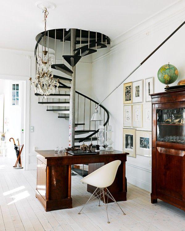 Escada em sala vintage