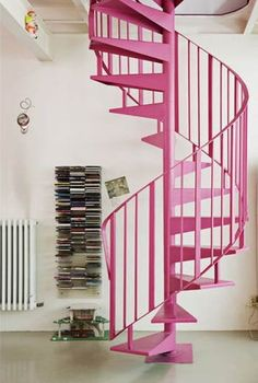 Escada espiral rosa