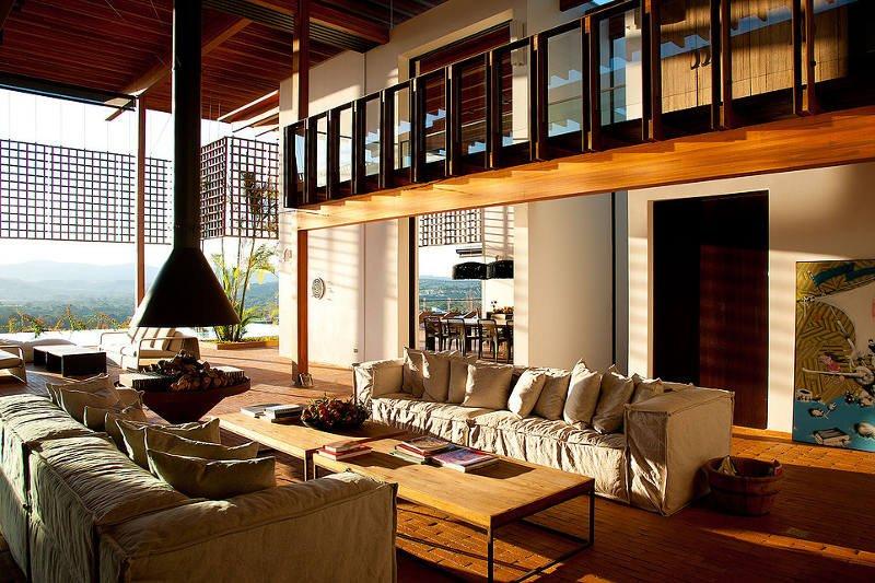 18 casas bonitas pequenas e modernas imperd veis for Casas angostas y largas interior