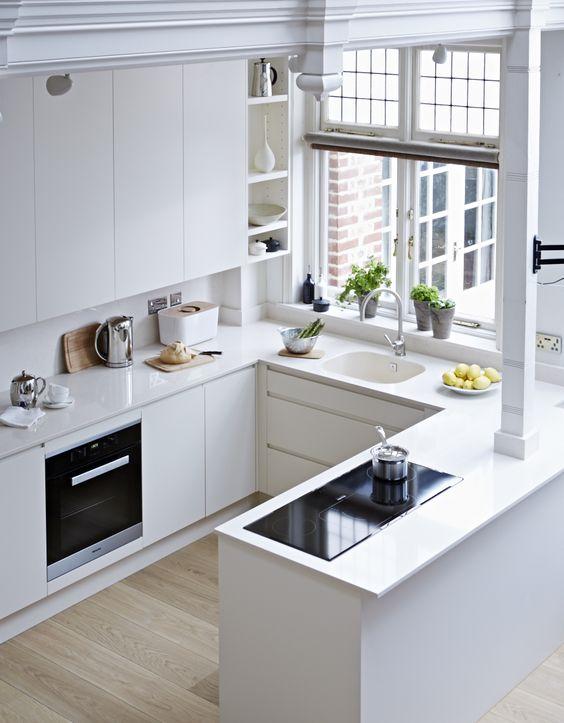 Cozinha totalmente branca com silestone branco