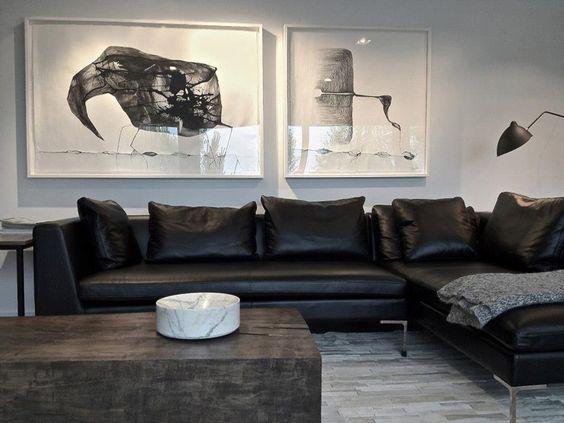 sofá preto de couro