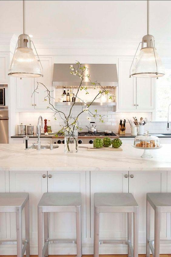 Cozinha branca clássica