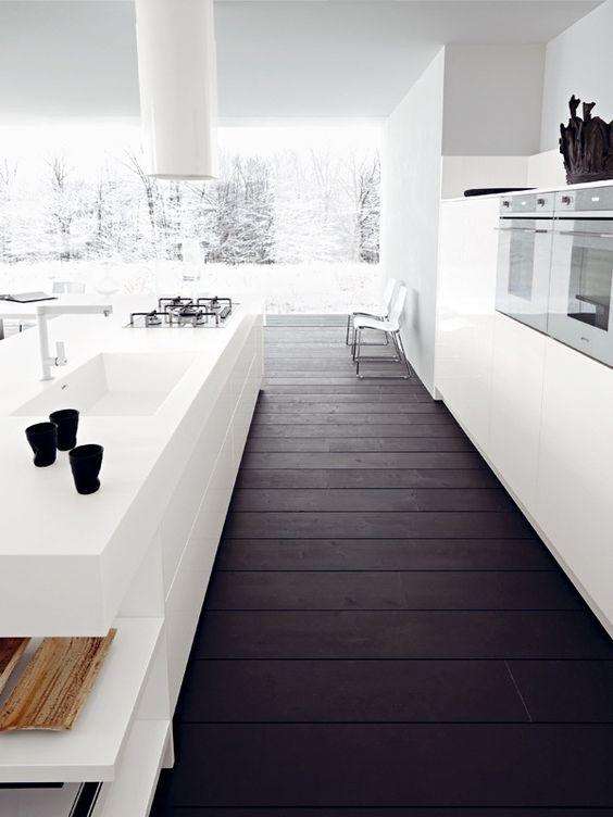 Cozinha branca chao escuro