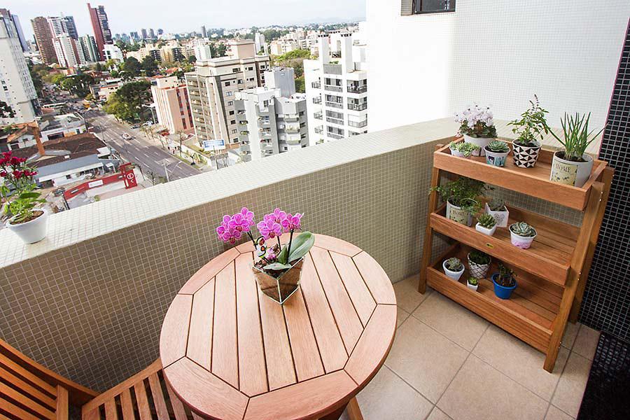estante para horta na sacada de apartamento