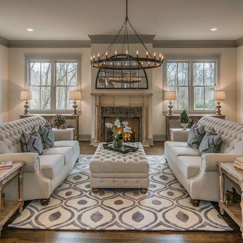 Tapete para sala com sofá branco