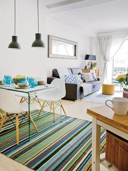 Mesa de jantar com tapete embaixo
