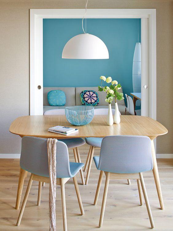 Sala de jantar pequena decorada simples