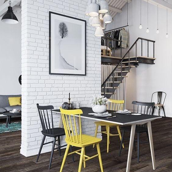 Sala de jantar pequena com papel de parede