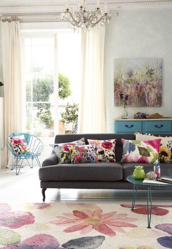 almofadas para sofá floridas com cores chamativas