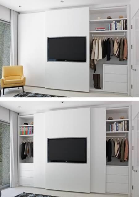 Modelos de Closet atrás do painel da televisão